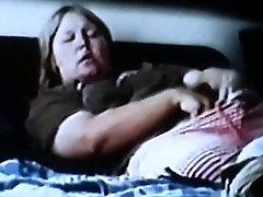 bbw mama masturbates ir turi intensyvų orgazmą