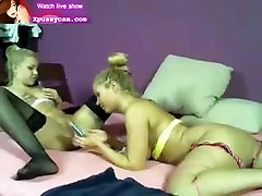 karštos lesbietės žaidžia su žaislais