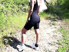 plavolaska fafa velikega tiča in oralno kremico zunaj po treninnu
