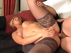 PornLeech.com Blonde Hottie in Stockings Anal Fucking on Sofa with ATM
