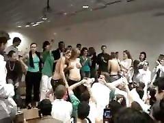 topless merginos studentų inicijavimą