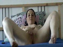 suck my clitoris masturbates on webcam