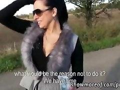 Traks amatieru meitene analed uz automašīnas bagāžnieka un facialed par Naudu