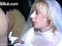 Līgava ar Viņas Maigo Balto Kleitu Pirms mouya kalifa svinības BUKKAKE!