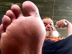 Chubby polar mia khalifa batest rocks, vapes, and shows his feet.