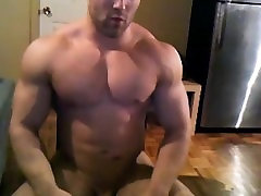 crazy hot muscle guy jerks off on cam