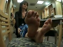 Beautiful vert bigtits feet with lovely big bunions