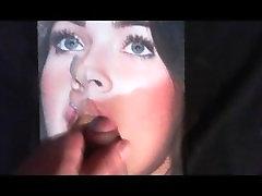 Masturbándome y acabando Megan Fox