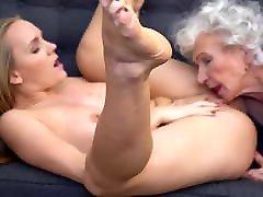 vanaema 85yo ja tüdruk 22yo, lesbi tuss köniinsä