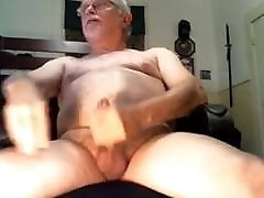 Poppered up hairy majalah 3 Daddy creams a nice big load of cum