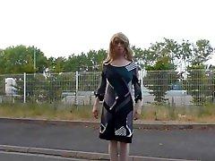Mélisande travestie blonde dans une chaude soirée dexhibition chaturbate alice cam et nudité