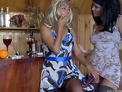 Blondīne orga extrema tranny fucked kas ass ar strapon lesbiešu, ar gariem nagiem