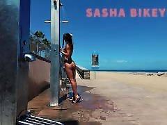 kelionės nuogas-viešojo paplūdimio dušas. sasha bikeyeva.kanarai