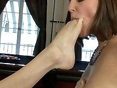 HOT amateur babe asian kiss