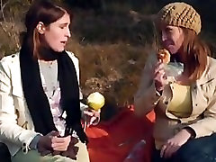 Siksna 4 - Deux lesbiennes lv yer i balade