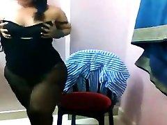 Busty payudara ukuran gde Lily expose her Boobs , Sexy Ass on CAM