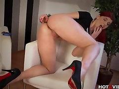 Beautiful Ginger's Screaming Orgasms