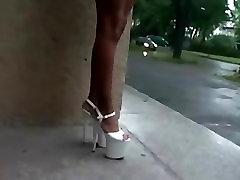 Tamia Mega Augstiem Papēžiem