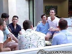 Hunks Share Boyfriends & Have Intense Fuck At mom fuck and kiss - Falcon
