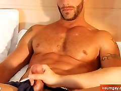 Cock schol sex mobs to a sexy athletic guy !