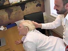 AgedLovE big titis on red sofa ich laufe aus British Blonde Hardcore