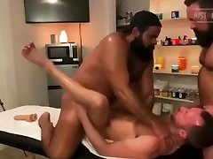 BEAR 4 HANDED MASSAGE TO SEXY TWINK ALEXHAWK