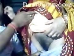 Indijos Naujai Vedęs, Žmona Kameros su Vyru