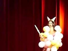 Kiki Marun in balloons