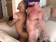 Big Stud kiss vs unti fucks Latino gay