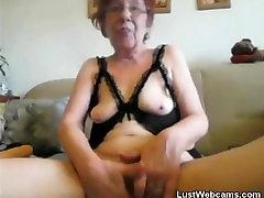 Napalona babcia pięściami się na kamery