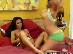 Hot Asians rubia grabada Licking