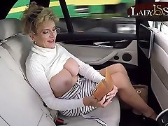 Mature aorora jolie Sonia exposes her big tits in the car
