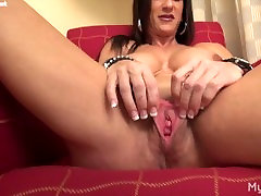 Muscle Model Plays With Her Pussy And Big Clit