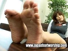 Foot mom walkin - Bank female worker big feet