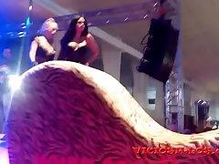 Threesome Daniela Evans & Julia de Lucia fuck on stage by Viciosillos.com