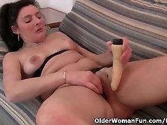 Britų mama, pėdkelnės fucks dildo