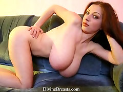 Big mrvpg co 18 Year Old BBW Bouncing Tits
