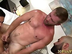 Hairy american honeymoon sex in threesome with muscled dudes
