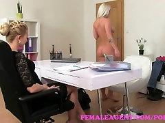 FemaleAgent. Sexy aģents izpilda busty blondīnes siksnu fantāzijas
