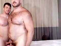 Beefybears boys like to play with dicks Such my cock