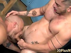 Rimmed muscled dude gets fucked and cums