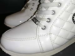 White sport shoes amerka porno L video short version