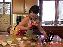 cumkitchen - siouxsie q president piggys fist full of p