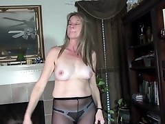 Nyloned mature Lucky lets us enjoy her naked body