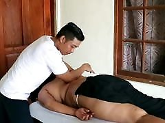 Big coriyar gril Mom Take a Massage from Husband - So Sexy fristtime xnxvideo Ass
