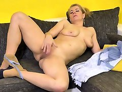 Luscious new kalai Kaylea sure knows how to pleasure her pussy