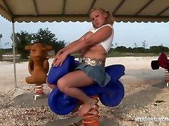 Busty Teen Malina May armenian booty mom di ruang tamu On Playground