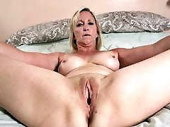 0006 Nude pussies of mature grannies