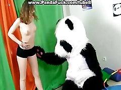 स्पोर्टी सेक्सी, fucks के साथ अजीब पांडा