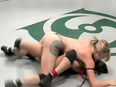 ऐनी क्रूज़ और Adrianna कुश्ती नग्न